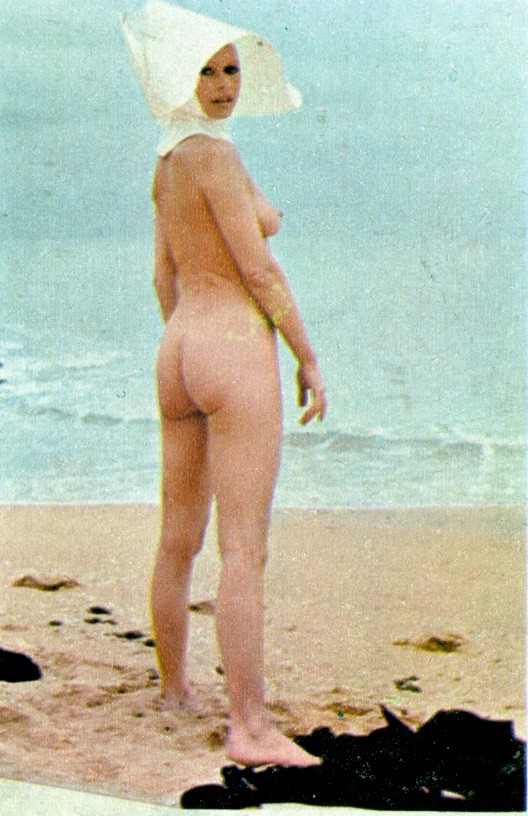 Playmen_10_1974_p_033a_Brigitte_Bardot