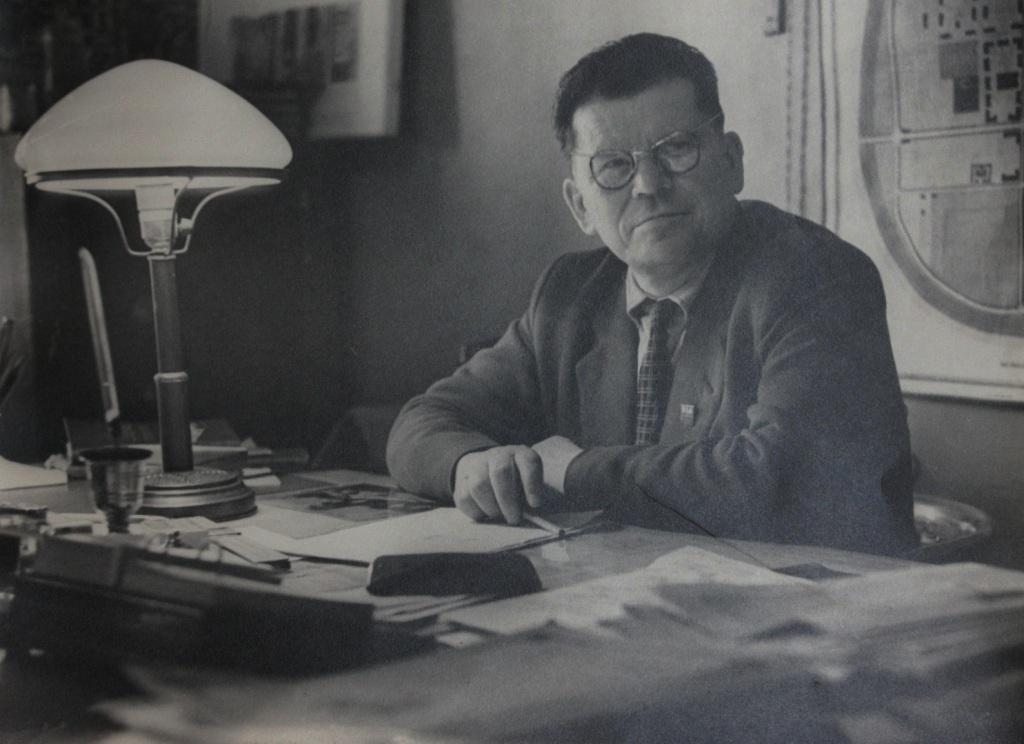 Н.И. Козлов в рабочем кабинете. 1959 г.
