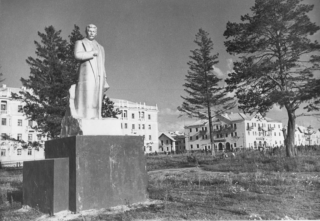 Памятник с семейный Кирово-Чепецк Шар. Дымовский гранит Навашино