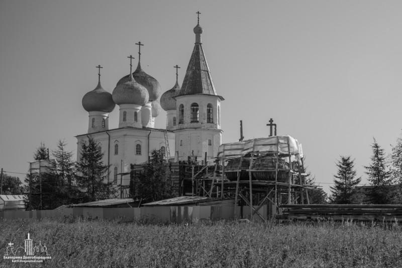 Сретенский храм и разобранный Покровский
