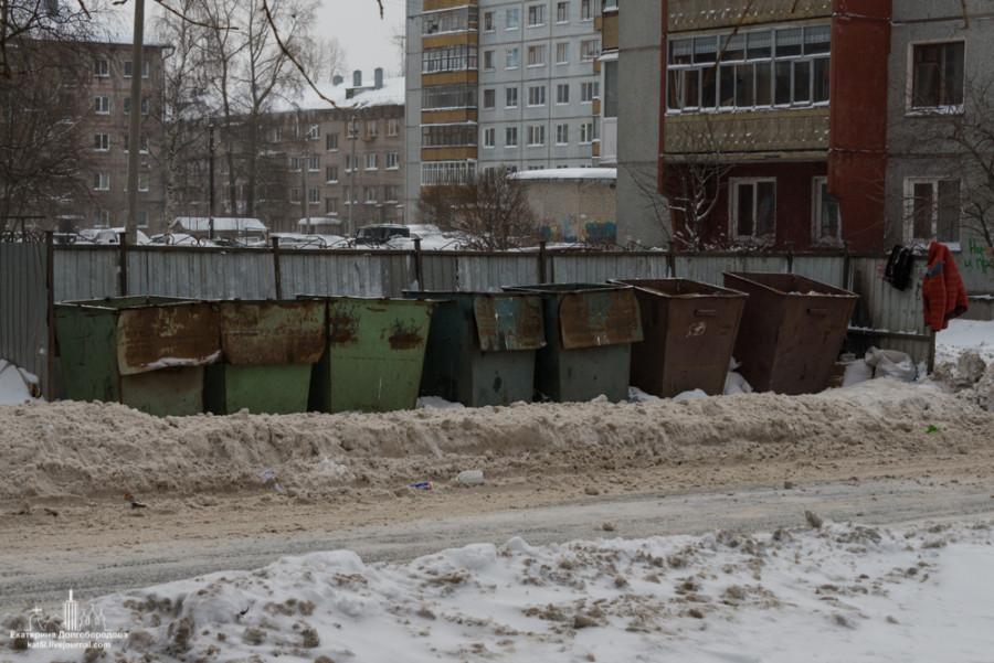 Площадка с мусорными баками