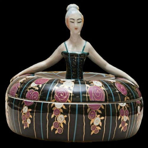 AРТ ДЕКО ФРАНЦИЯ 1920 шкатулка статуэтка Дама в широком платье с цветами.jpg