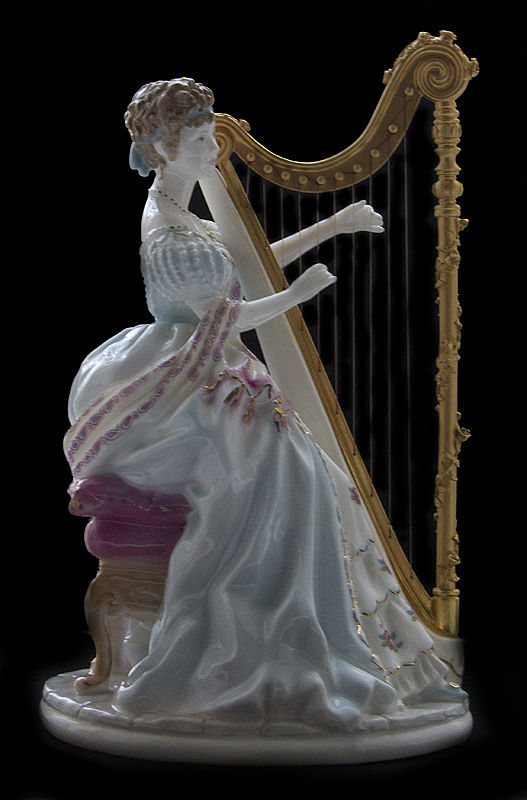 Арфистка -  Music - Royal Worcester - Великобритания.jpg
