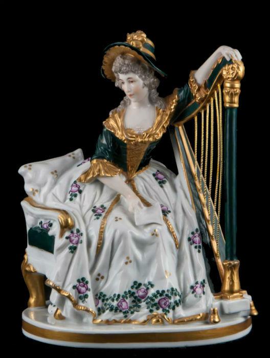 Дама с арфой производства Дрезден Германия конец 19 века.jpg