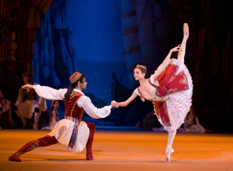 Сцена из балета Корсар - Большой театр.jpg