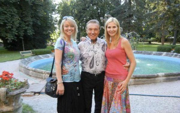 Карел Готт со старшей дочерью и женой.jpg