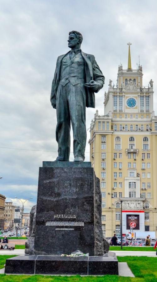 Памятник Маяковскому.jpg