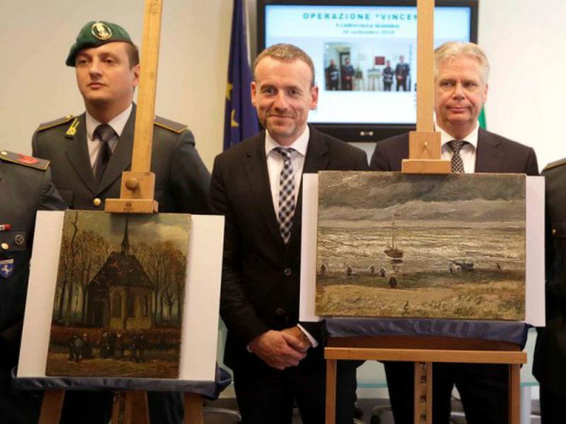 Похищенные в 2002 году картины Ван Гога вернулись в музей в Амстердаме.jpg