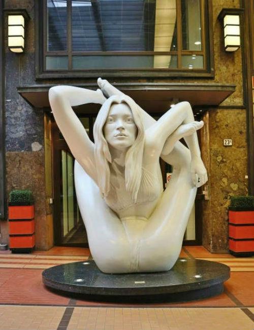 Provokacionnye-skulptury-Mark-Kuinn-Marc-Quinn-14-461x600.jpg