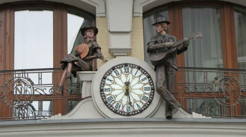 Львов - гостиница Нобилис - часы.jpg