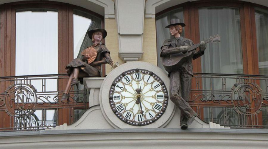 Львов - гостиница Нобилис - часы - 2.jpg