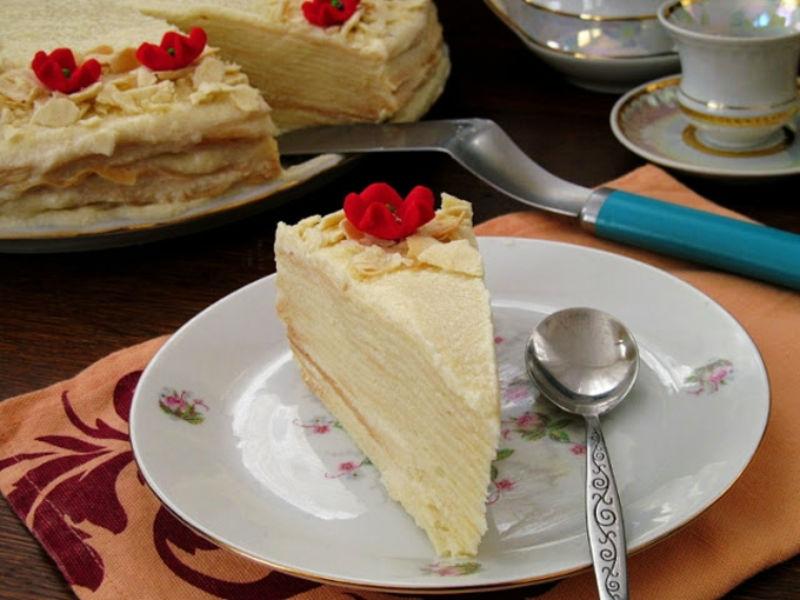 Фотонатюрморт с тортом Наполеон.jpg