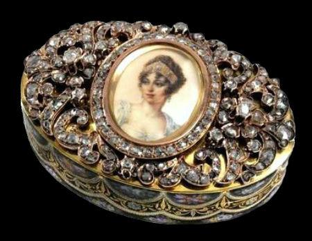 Табакерка c миниатюрным портретом Жозефины императрицы Франции - Швейцария - 1830 (золото бриллианты эмаль).jpg