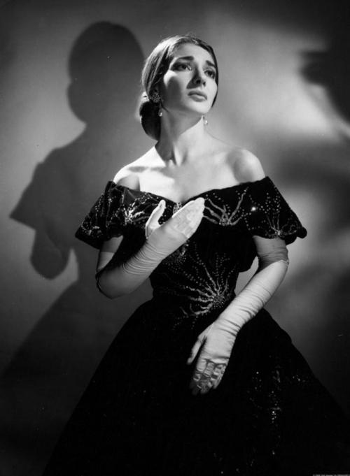 Мария Каллас в постановке под управлением Лукино Висконти в «Ла Скала» - 1955.jpg