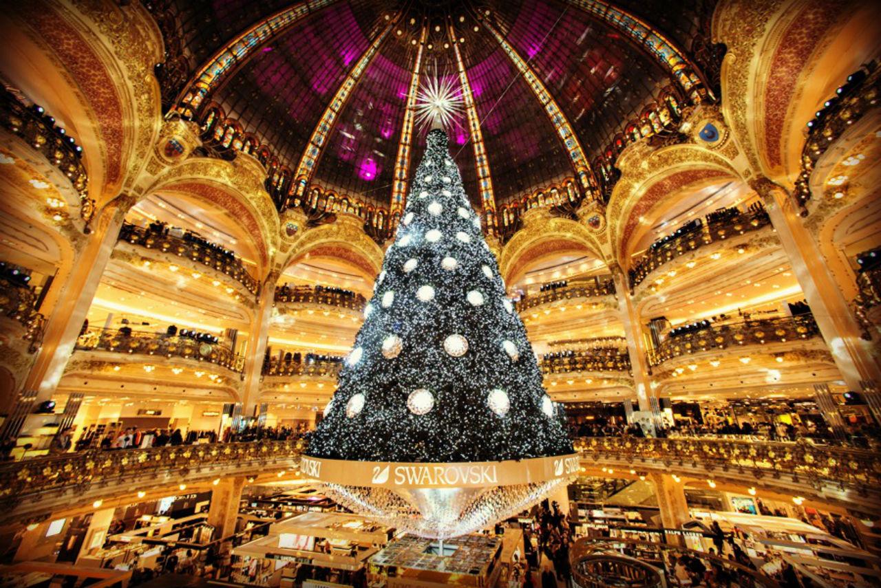 Рождественская елка от Swarovski в Галерее Лафайет.jpg