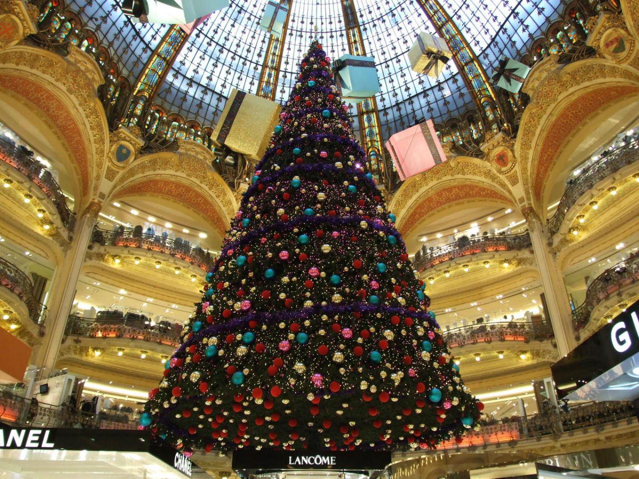 Рождественская-ёлка-в-Париже - Galeries Lafayette.jpg