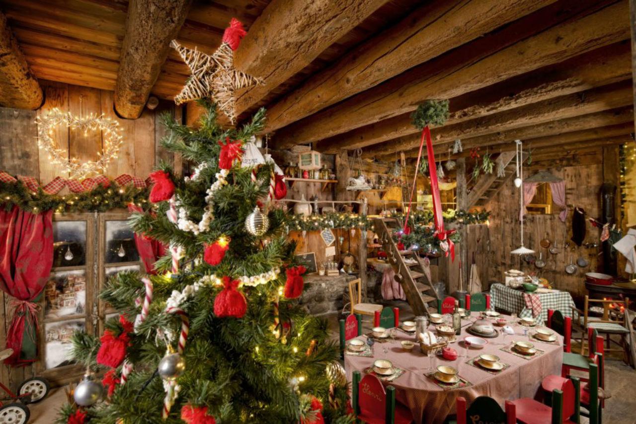 Французский рождественский ужин в сельском доме.jpg