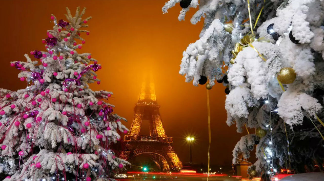 Эйфелева башня - Париж - декабрь 2016 - автор Jacky Naegelen.jpg