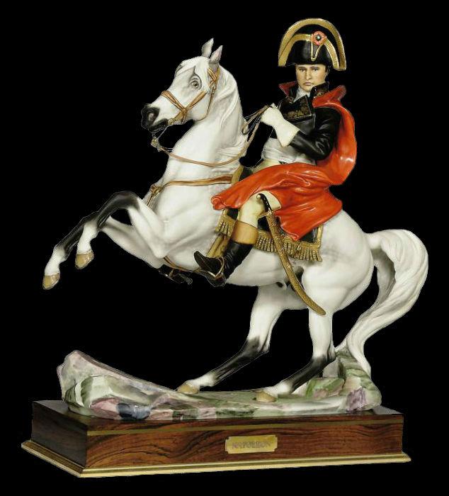 A royal worcester model of Napoleon Bonaparte - серия Выдающиеся военачальники.jpg