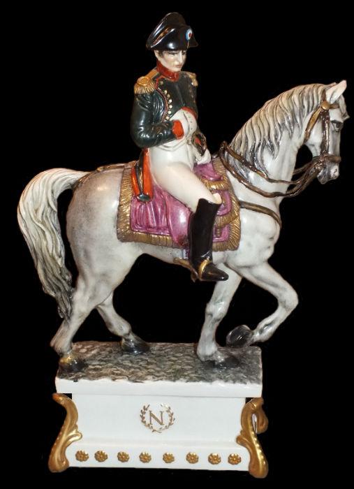 Наполеон на коне - Cacciapuoti - Италия.jpg
