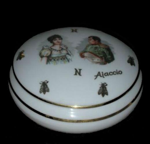 Шкатулка (пудреница) - Наполеон и Жозефина - Франция.jpg