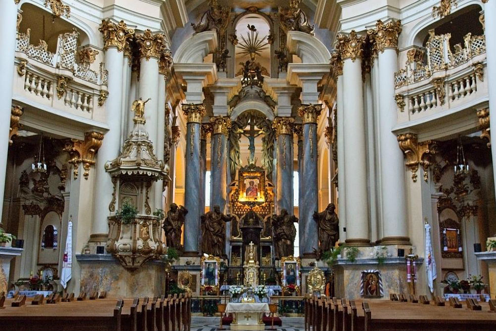 Собор Святого Юра - интерьер.jpg