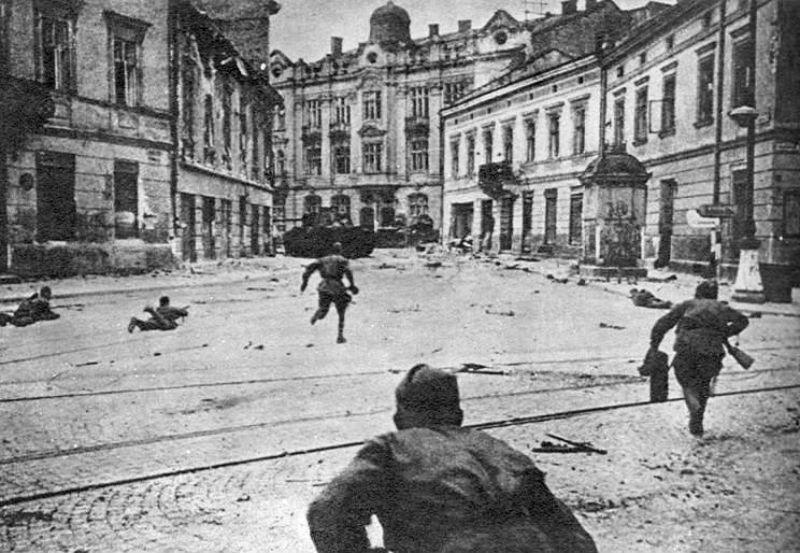 Взятие Львова Красной Армией.jpg