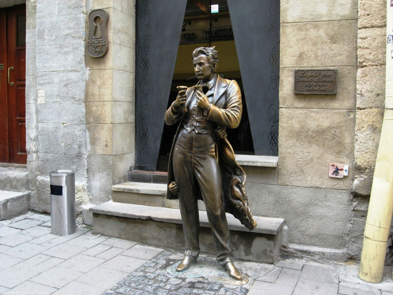 Скульптура Леопольда фон Захер-Мазоха - Мазох-кафе -  Сербская 7.jpg