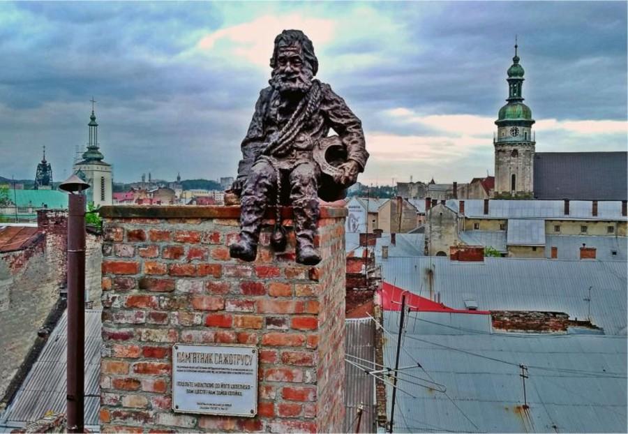 Памятник трубочисту - Львов - Дом легенд.jpg