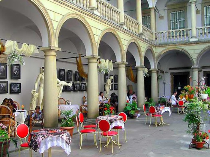 Итальянский дворик - кафе.jpg