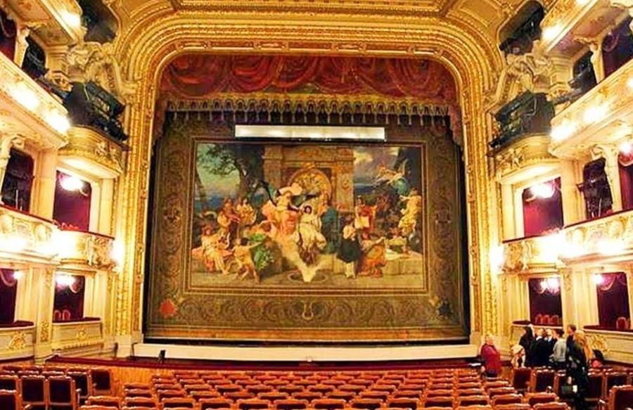 Львов - оперный театр - занавес.jpg