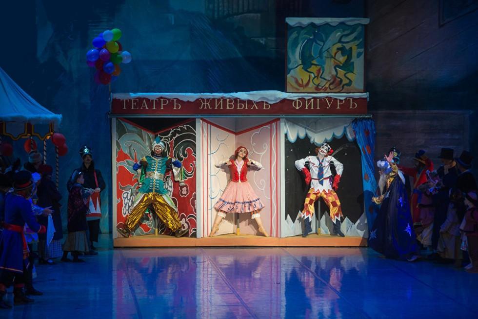 Сцена из балета Петрушка в постановке Большого театра республики Беларусь.jpg