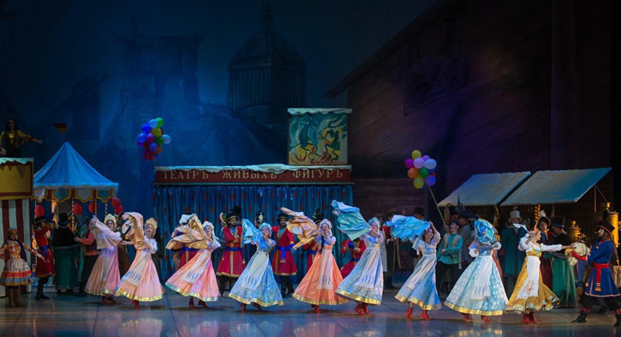 Сцена из балета Петрушка в постановке Большого театра республики Беларусь - 5.jpg