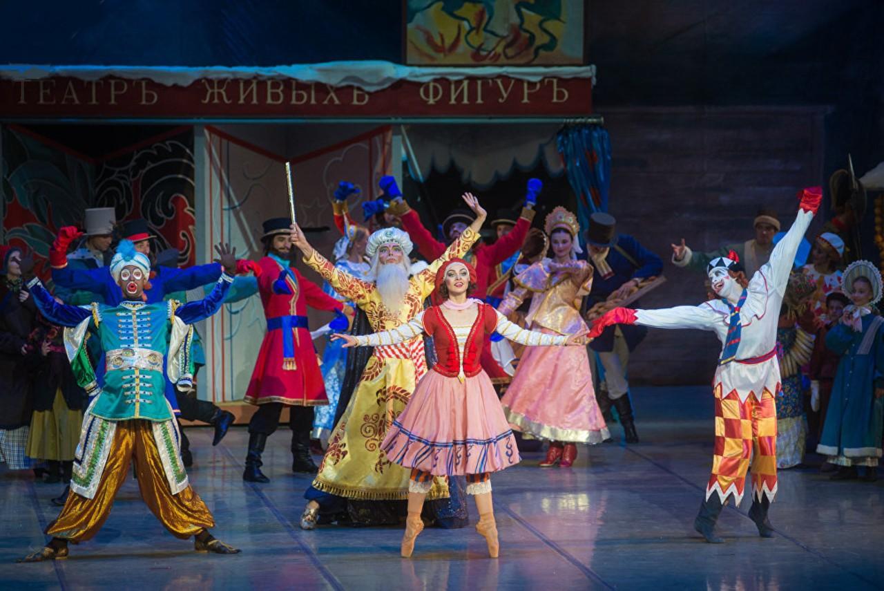Сцена из балета Петрушка в постановке Большого театра республики Беларусь 1.jpg