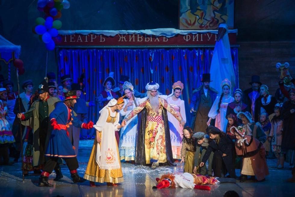 Сцена из балета Петрушка в постановке Большого театра республики Беларусь - 3.jpg
