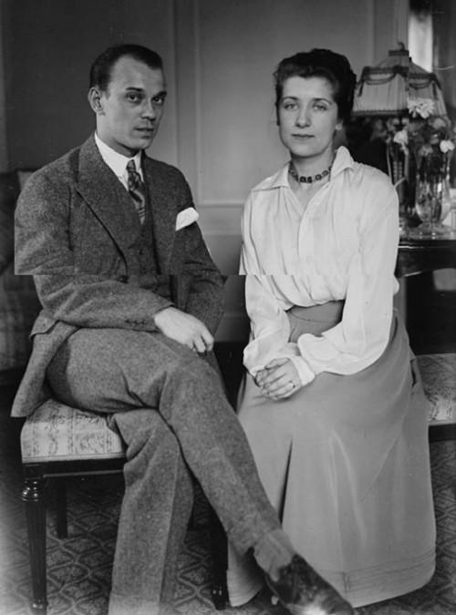 Вацлав Нижинский с женой Ромолой.jpg
