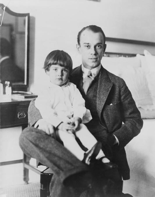 Вацлав Нижинский с дочерью Кирой.jpg