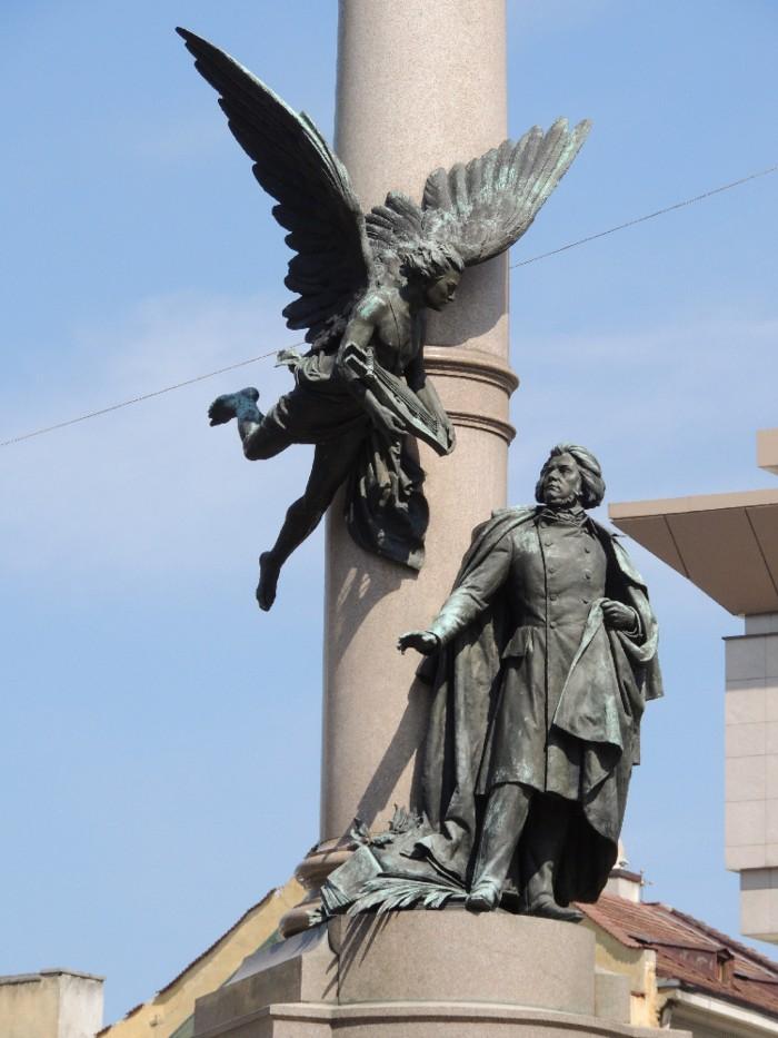 Памятник Мицкевичу - фрагмент.jpg
