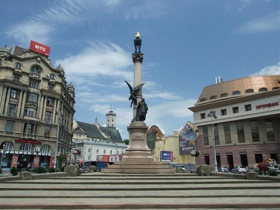 Памятник Мицкевичу - наши дни.jpg