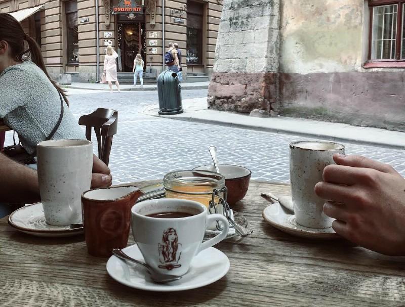 Львов - уличное кафе (2).jpg