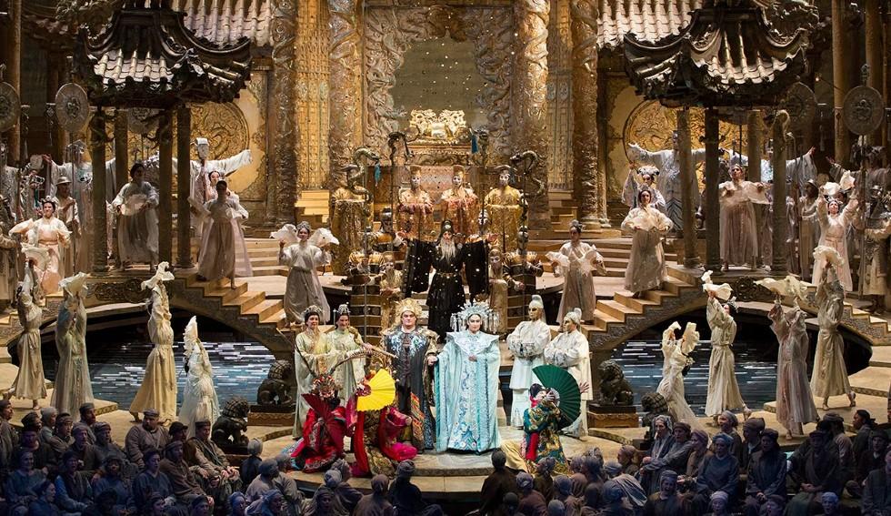 Финал оперы Турандот - Метрополитен Опера.jpg