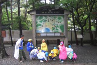 Kids in rainy Kamakura