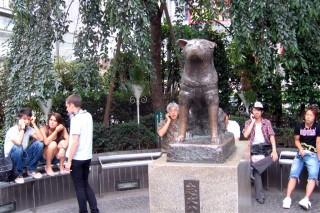 Hachikô statue