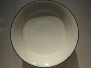 Dish with incised decoration of ducks
