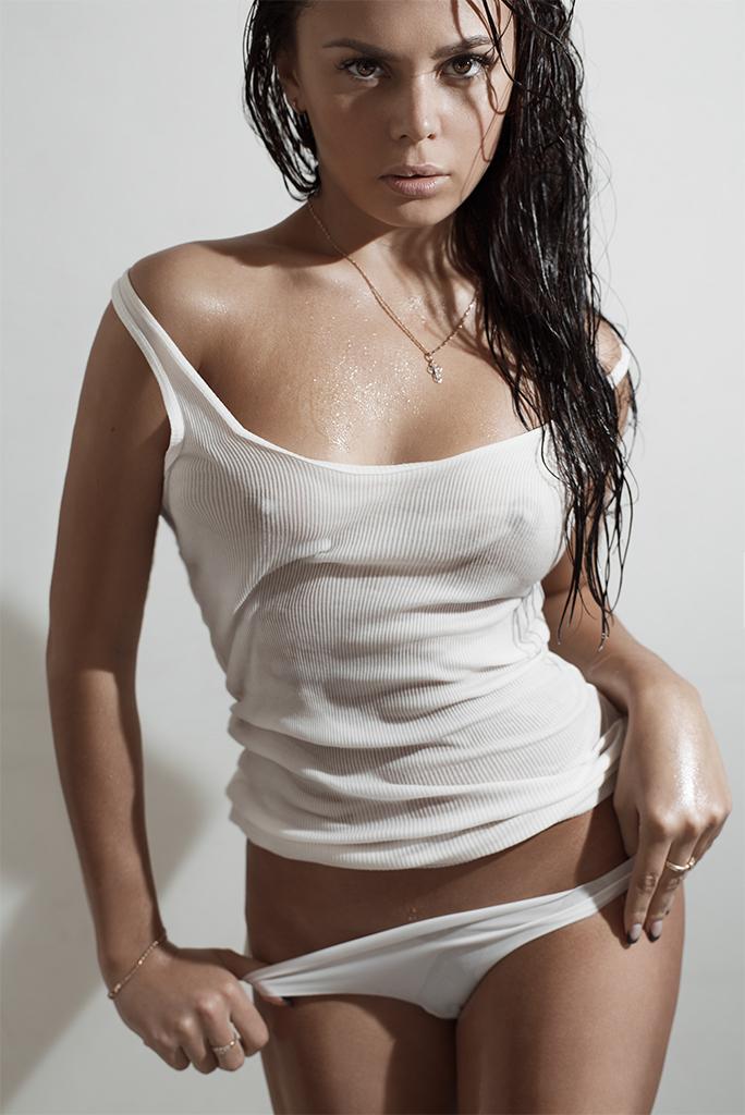 Мокрые футболки артистка фото