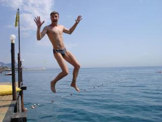 Ромка летит с высоты 2 метра!