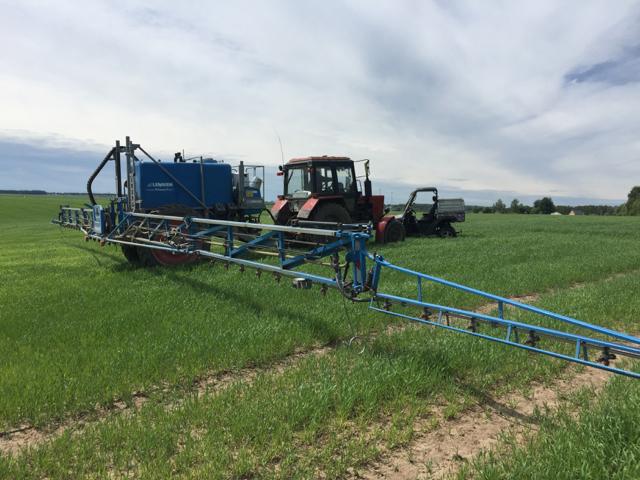 Остановка обработки сельхозугодий баковой смесью у границ населенного пункта