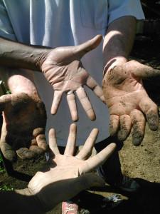 hands of Abdou et Jean