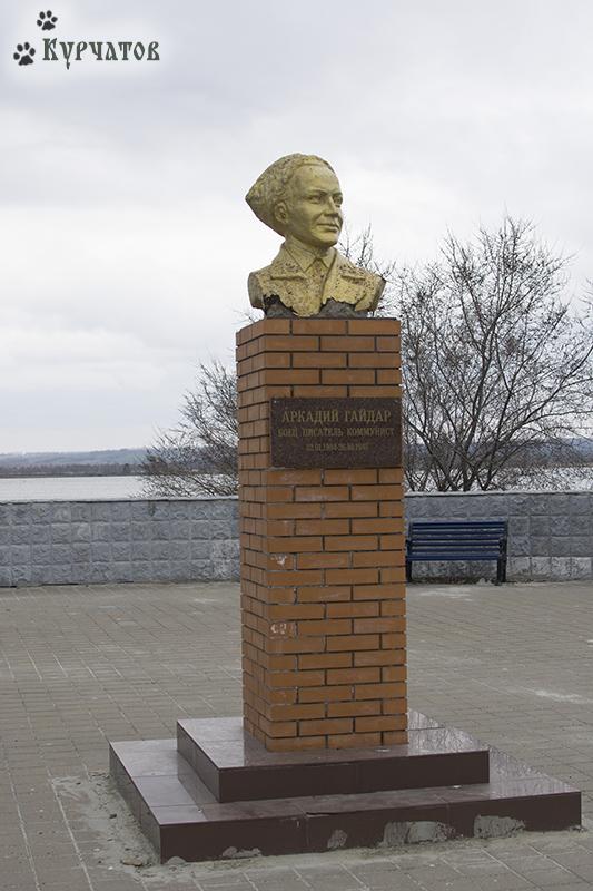 Аркадий Гайдар — боец, писатель, коммунист