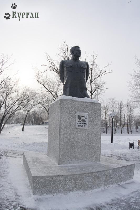 Пичугин Д.Е. Красный командир, погиб у села Белый Яр.